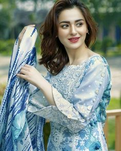 Stunning and Unique Sleeves Designs for Dresses - Kurti Blouse Simple Pakistani Dresses, Pakistani Fashion Casual, Pakistani Bridal Dresses, Pakistani Dress Design, Kurti Sleeves Design, Sleeves Designs For Dresses, Dress Neck Designs, Sleeve Designs, Stylish Dresses For Girls