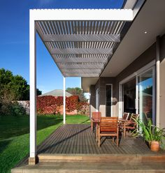 deck w pergola for outdoor dining