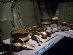 Elementos de una batería de cocina romana. S. II-III d.C. Tesoro de Neupotz. Materiales: Aleación de cobre y de hierro. Museo Histórico del Palatinado, Espira (Alemania).