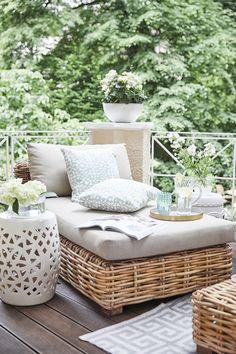 Auf Dieser Wunderschönen Terrasse Können Wir Die Letzten Sonnenstrahlen Des  Spätsommers Genießen! Ein Stylisches Daybed