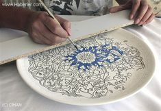 Gave 15 Years for Illumination Art – Decoration Dot Art Painting, Stencil Painting, Ceramic Painting, Ceramic Art, China Painting, Blue Pottery, Ceramic Pottery, Pottery Art, Pottery Painting Designs