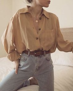 Oversized shirt   button down   shirt   denim   jeans   ootd   what to wear   gold necklace   spijkerbroek   blouse   overhemd   gouden ketting   riem   outfit