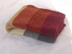 ela strickt: Baby-Decke aus pflanzengefärbter Wolle