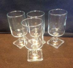 BEAUTIFUL VINTAGE RETRO MID CENTURY CORDIAL OR LIQUEUR  GLASSES SET OF 4
