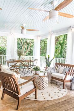 A back porch makeover with money-saving DIY home improvement projects and budget decorating solutions for a breezy summer retreat. #porchdecor #backporch
