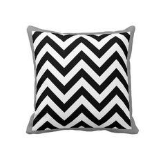 Het zwart-witte Patroon van de Chevrons van de Zig Decoratie Kussens