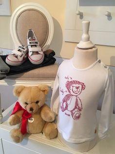 Mein Steiff Girly Shirt Gr.18 Monate / 86 cm von Steiff! Größe 86 für 10,00 €. Schau´s dir an: http://www.mamikreisel.de/kleidung-fur-madchen/langarmshirts-slash-longsleeves/31730074-steiff-girly-shirt-gr18-monate-86-cm.