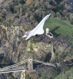 Concorde's last flight, on its way to Fulton, Bristol. A museum is now being built around it.