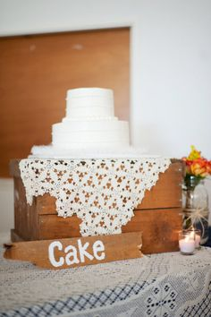 Nice rustic way to display your wedding cake.