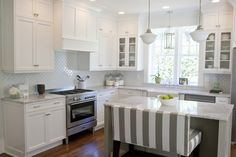 White cabinets...yes please....and love the bench seating!