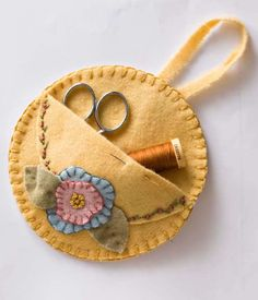 Atelier Gigi Arteira: Mini porta tesouras em feltro