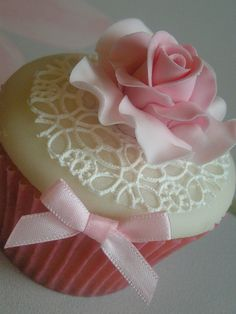 Cupcakes Take The Cake: Very pretty in pink edible lace and fondant rose cupcake. Flowers Cupcakes, Lace Cupcakes, Pretty Cupcakes, Beautiful Cupcakes, Wedding Cakes With Cupcakes, Fun Cupcakes, Cupcakes Design, Valentine Cupcakes, Cupcake Art