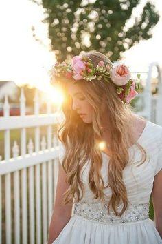 coiffure mariage cheveux longs lâchés et couronne de fleurs