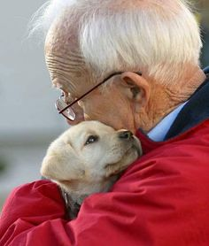 animals help to calm elderly people who are lonely and have often been left behind by family. Animals show affection and expect nothing in return. Love My Dog, Puppy Love, Amor Animal, Mundo Animal, Mans Best Friend, Best Friends, Friends Forever, Therapy Dogs, Tier Fotos