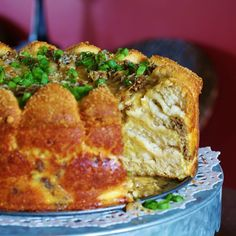 This sausage, egg and cheese brunch cake is more pull-a-part bread than cake. Did I mention paired with a green salad, it's also perfect for dinner when you're in a pinch? Brunch Ideas, Breakfast Ideas, Breakfast Recipes, Ravioli Casserole, Casserole Recipes, Burger Side Dishes, Jalapeno Cheddar Cornbread, Dill Potatoes, Brunch Cake
