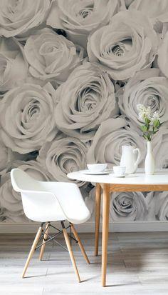 déco salon scandinave, une tapisserie murale à effet trompe l'oeil, papier peint roses en couleurs naturelles