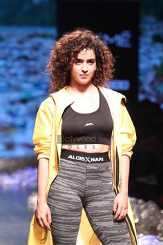 Telugu Film News, Events, Actors, Actress gallery Beautiful Girl Indian, Beautiful Saree, Hindi Actress, Bollywood Actress, Sanya Malhotra, Kiara Advani Hot, Lakme Fashion Week, Celebs, Celebrities