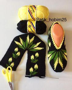 Searches about crochet womens booties womens crochet booties .- Tığ İşi Bayan Patik ile ilgili aramalar bayan tığ işi patik modelleri yen… Searches related to crochet womens booties women crochet booties models new crochet booties models crochet i - Knitting Projects, Crochet Projects, Knitting Patterns, Crochet Patterns, Crochet Ideas, Mode Crochet, Crochet Baby, Knit Crochet, Crochet Slipper Pattern