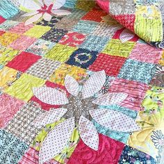 If you are wanting one of these gorgeous kits for the Picking Daisies quilts, don't wait! I only have 1 left in stock!! Hurry over and order yours today! Link to shop in profile. ________________________________ #huckleberryquilting #rileyblakefabric #rileyblakedesigns #quilt #quilting #quiltshop #quiltstore #fabric #fabrics #fabricshop #fabricaddict #fabricstore #pinterest #sewing #quiltersofinstagram #quiltsofinstagram #daisydays #daisydaysfabric #keerajob #iloverileyblake #quiltkit…