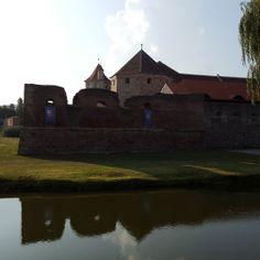 Vedere Cetatea Fagarasului cu santul de aparare