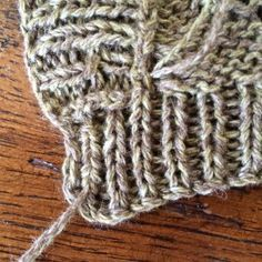 An arch-simple technique to tuck the threads at the end of knitting. An arch-simple technique to tuck the threads at the end of knitting. Knitting Help, Knitting Charts, Knitting Stitches, Baby Knitting, Sweater Knitting Patterns, Knit Patterns, Knitting Projects, Knitting Tutorials, Knitted Hats