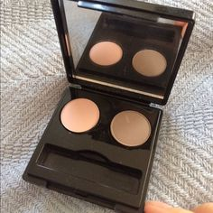 Final Sale: Hp!  Elizabeth Arden Eyeshadow