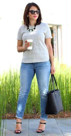 Quatro truques de moda para as baixinhas: http://guiame.com.br/vida-estilo/moda-e-beleza/quatro-truques-de-moda-para-baixinhas.html