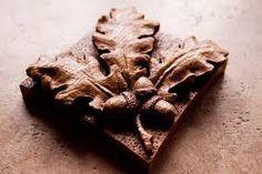 Risultati immagini per scolpire il legno video foglie di quercia