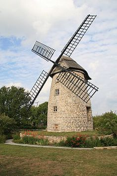 Stembridge Windmill (geograph 2013400).jpg High Ham, Somerset, UK. The last thatched mill in Britain, built 1822, restored 2009.