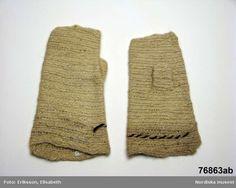 Needlebound / nalbound mittens from Finland in the 1890s. Unknown stitch. Photo by Elisabeth Eriksson.