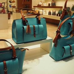 Spotted these turquoise beauties at Dooney & Bourke while strolling through the Wynn on our Babymoon!  Perfect for spring, right?! Like and follow and come to the blog for more babymoon details (link in bio): https://turquoisetoffee.wordpress.com/2017/02/11/babymoon-tips-and-las-vegas-gender-reveal/ . . #dooneyandbourke #dooneynbourke #dooneybourke #dooneyandbourkebag #turquoisebag #turquoisepurse #wynnlasvegas #wynn #purse #handbag #accessory #style #fashion #spring #tooclassy #luxury…