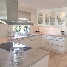 Dreamy - Katharina Scholz - - Yvonne Dekor Home Open Plan Kitchen, New Kitchen, Kitchen Dining, Kitchen Cabinets, Glass Cabinets, Glass Kitchen, Home Decor Kitchen, Kitchen Interior, Home Kitchens