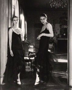 """wehadfacesthen: """" Lee Miller and Marion Morehouse, photo by Cecil Beaton © Condé Nast via National Portrait Gallery from maudelynn """" Lee Miller, Man Ray, Portraits, Portrait Photographers, Famous Photographers, Vintage Glamour, Vintage Beauty, Vintage Style, Belle Epoque"""