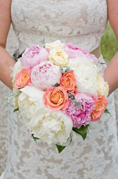 love this wedding bouquet... i want to bite it
