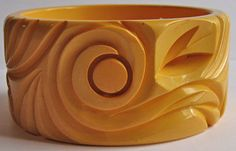 Extra Wide Vintage BUTTERSCOTCH BAKELITE Cut Out Leaves Swirl Bangle BRACELET