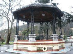 Kiosko música en el Parque Dorado en Sama (Langreo) Posiblemente de Del Busto arquitecto municipal de Langreo en esa época