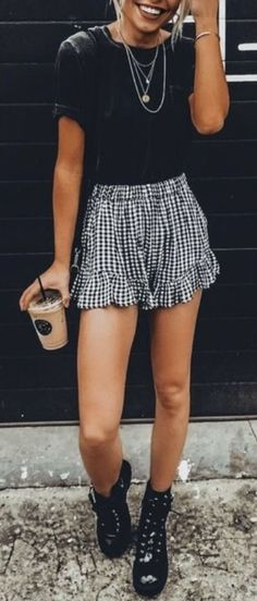 trendy bottoms with edgy boots can help a basic top; not to mention layered accessories; bottoms preferred to be longer Teenager Outfits, Mom Outfits, College Outfits, Outfits For Concerts, Cute Outfits, Cute Spring Outfits, Spring Clothes, Summer Clothing, Fashion Styles
