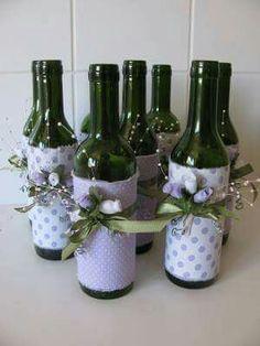 Resultado de imagen para how to fabric decoupage wine bottle Wine Bottle Art, Painted Wine Bottles, Diy Bottle, Wine Bottle Crafts, Bottles And Jars, Jar Crafts, Glass Bottles, Diy And Crafts, Garrafa Diy
