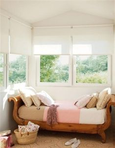 Beautiful and cozy Nooks by the window Check more at http://furnituremodel.info/43553/beautiful-and-cozy-nooks-by-the-window/