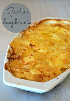 Un gratin dauphinois fondant, crémeux, délicieux! Un plat d'hiver simple qui vous réconfortera