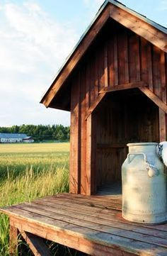 - In Canada we left our milk cans on a such a stand to be picked up to be pasteurized at Levo. Country Life, Country Living, Country Farm, Raspberry Bush, Old Milk Cans, Good Old Times, Goat Farming, Old Farm Houses, Country Scenes