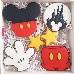 I think I love that little castle cookie too much! #sugarsugarottawa #customcookies #ottawacustomcookies #ottawa #ottawabakery…