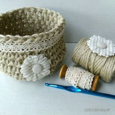 Patrón gratuito cesta de cuerda a crochet cosicasraquel #diy #crochet #deco Crochet Storage, Crochet Tote, Cute Crochet, Crochet Baby, Crochet Designs, Crochet Needles, Knit Pillow, T Shirt Yarn, Strands