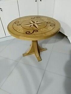 Tavolino in legno .