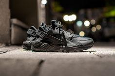 NIKE WMNS AIR HUARACHE RUN BLACK/BLACK available at www.tint-footwear.com/nike-wmns-air-huarache-run-009 nike wmns womens all black triple black huarache