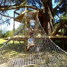 Scramble Cargo Nets for treehouses — Treehouses, Rope Bridges, Treetop Walkways and Nest Swings Backyard Fort, Sloped Backyard, Backyard Playground, Backyard For Kids, Backyard Projects, Backyard Treehouse, Treehouse Ideas, Natural Outdoor Playground, Outdoor Fun