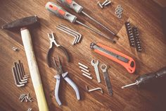 Homeowner's Basic Tool Kit,Cut a board, level a shelf; install an anchor bolt in a hollow wall. This class will stock your toolkit with the most useful tools and give you handso. Basic Tool Kit, Basic Tools, Work Tools, Palette Deco, Kallax Regal, Carpenter Tools, Wood Painting Art, Bohemian Style Bedrooms, Seo Tools