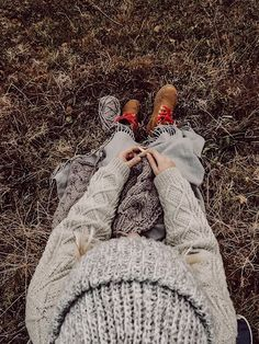 RKNITS SKÅBU NEULEOHJE | YKSINKERTAINEN GANNI KUVIO VILLAPAITA OHJE | Reetta Pelli Drops Design, Leg Warmers, Knitting, Crafts, Accessories, Fashion, Fotografia, Advertising, Leg Warmers Outfit