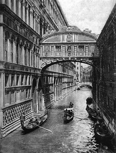 Everyday life in Venice from the early 20th century.