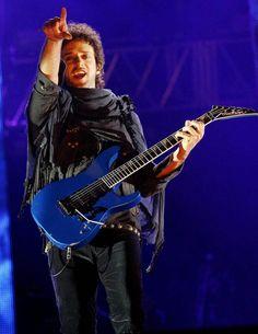 El cantante y músico argentino Gustavo Cerati, durante un concierto en Bogotá, Colombia.| Foto archivo. - Efe Agencia